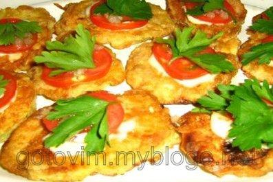 Жареные кабачки с помидорами и чесноком