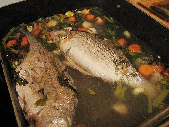 Припущенная рыба с соусами