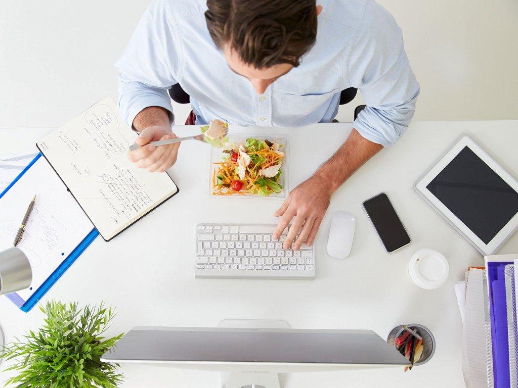 Не забывайте о правильном питании на работе