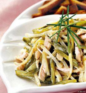 рецепт приготовления салата с говяжьим языком, картофелем, сельдереем, морковью и солеными огурцами