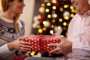 как выбирать подарки на Новый год близким и родным