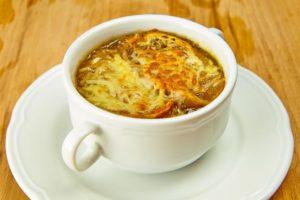 Луковый суп запеченный с сыром. Рецепт в микроволновке