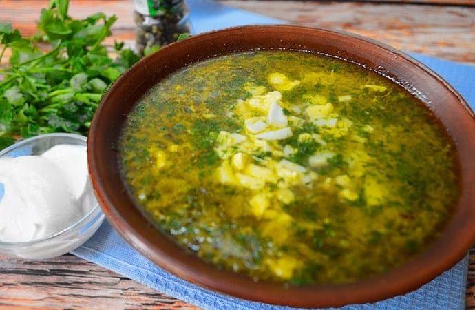 Классический суп из щавеля с яйцом