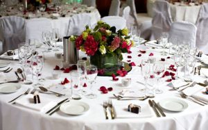Напитки-на-свадебном-столе