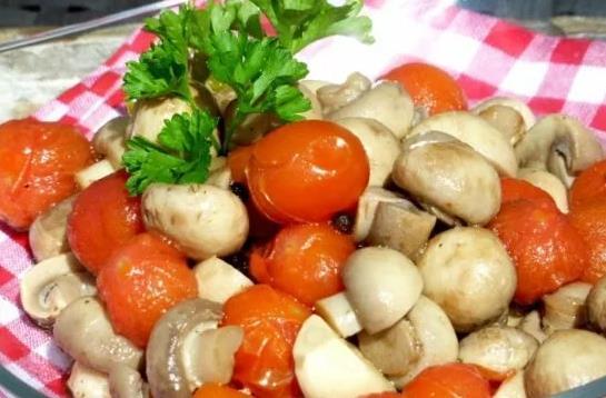 Маринованные шампиньоны с помидорами-черри