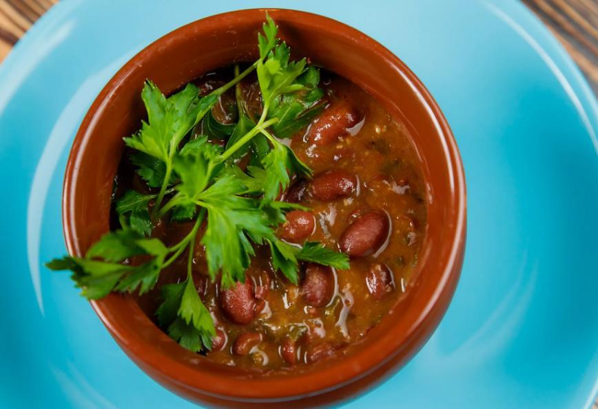 Суп из красной фасоли с орехами по-грузински