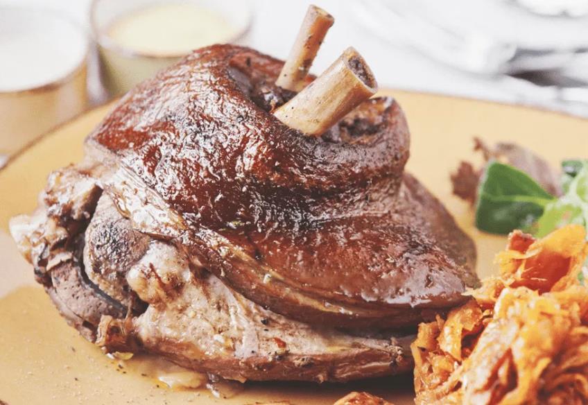 Свиная рулька по-баварски в духовке