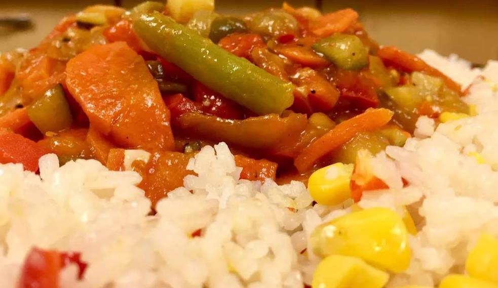 Вкусное овощное рагу с рисом и необычными ингредиентами