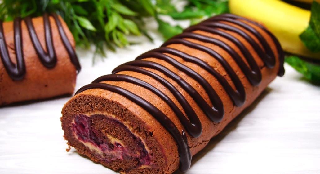 Шоколадный бисквитный рулет с калиной