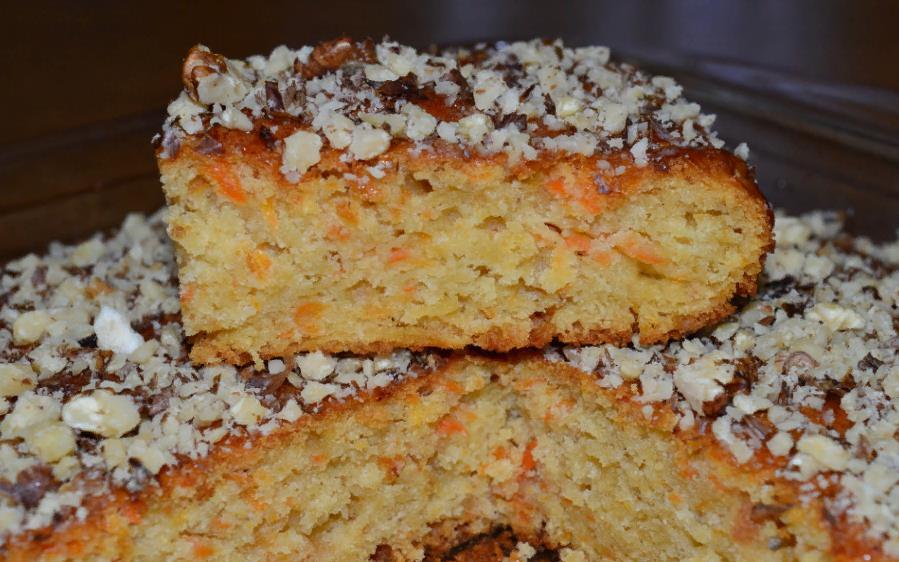 Морковный торт с миндалем и яблоками