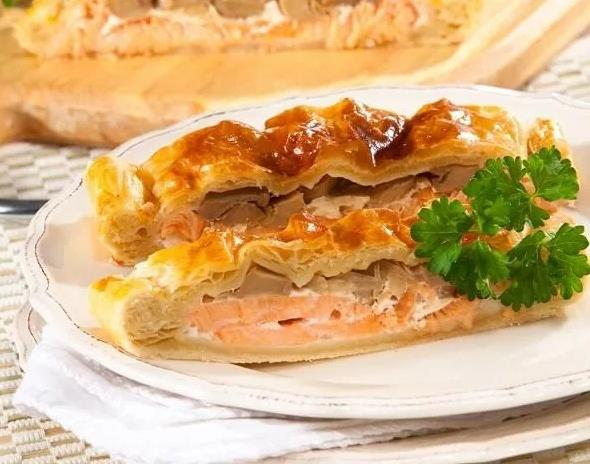 Слоеный пирог с рыбой