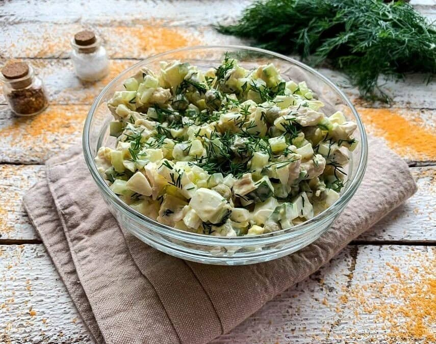 Салат с вареным мясом и солеными огурцами