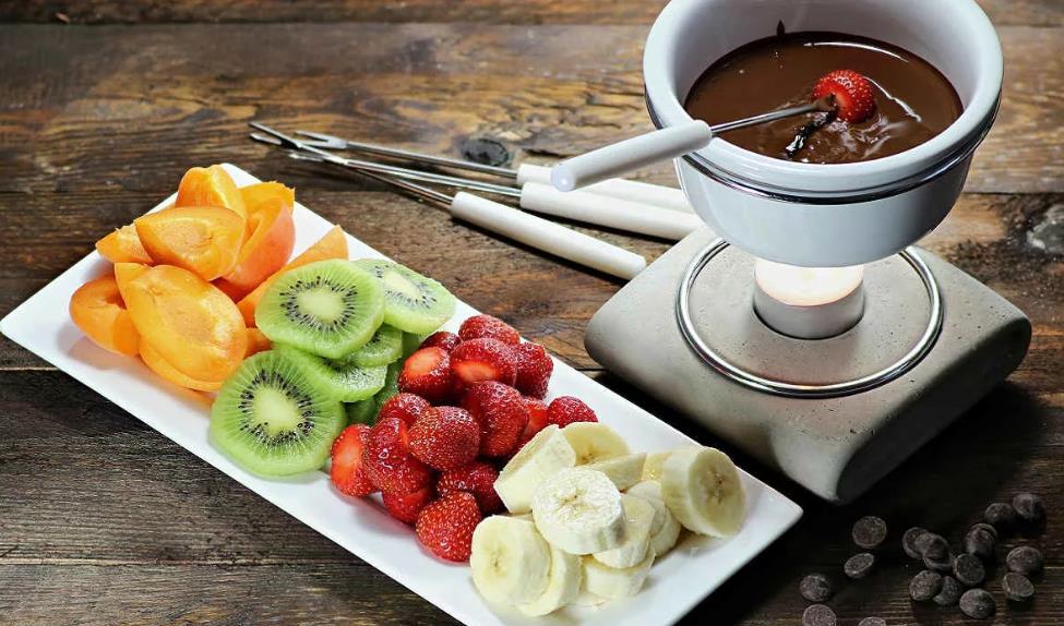 """Десерт """"Шоколадное фондю"""" с фруктами"""