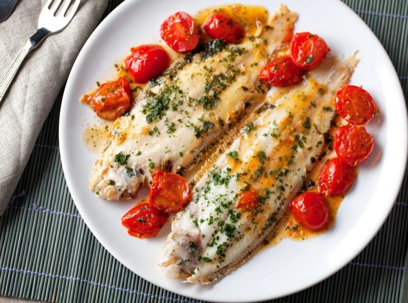 Морская рыба с помидорами