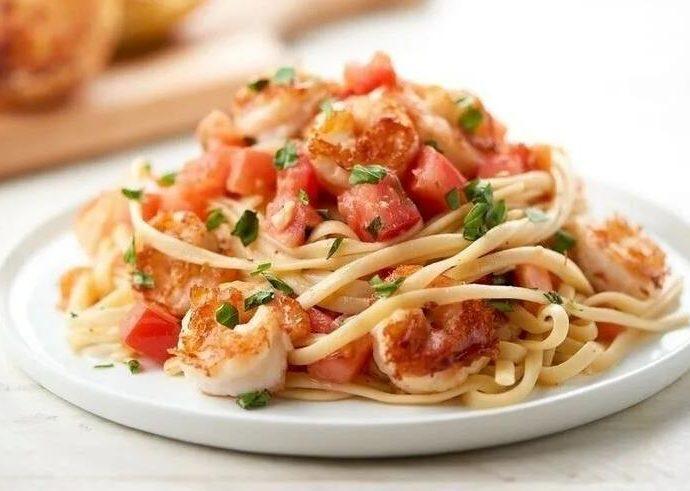 Спагетти с креветками и помидорами