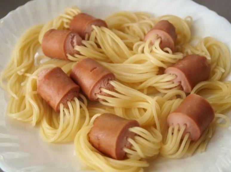 Сардельки с макаронами (спагетти)