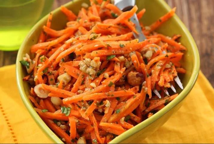 Морковь с орехами и медом