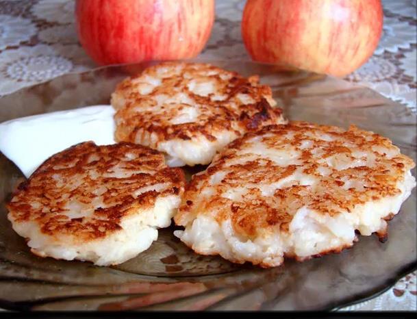 Оладьи рисовые с яблоками