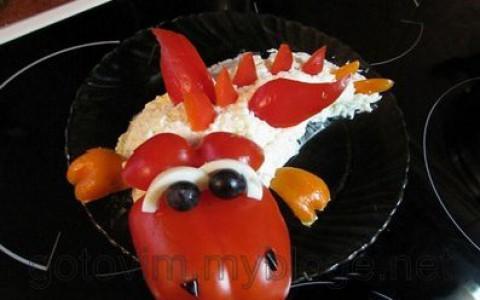 Новогодний салат Оливье-дракончик