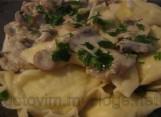 Постные вареники с грибной подливой
